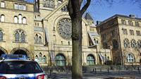 Polizei vor synagoge 242407