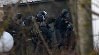 Sigi temp 30855724 police hunt for charlie hebdo suspects