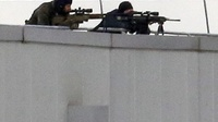 Sigi temp 30854986 french special forces sharp shooters take position on a rooftop of the complex at the scene of a hostage taking at an industrial zone in dammartin en goele