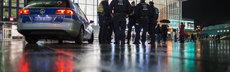 Polizei vorm k%c3%b6lner hauptbahnhof